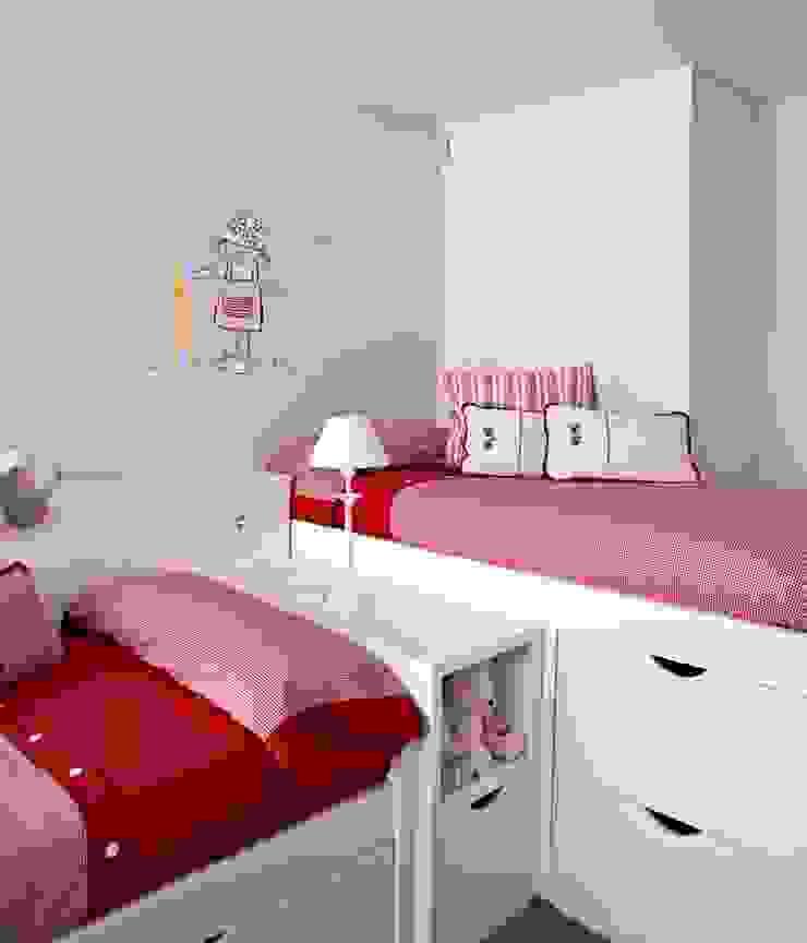 Interiorismo casa en Sitges Dormitorios infantiles de estilo moderno de Isa de Luca Moderno