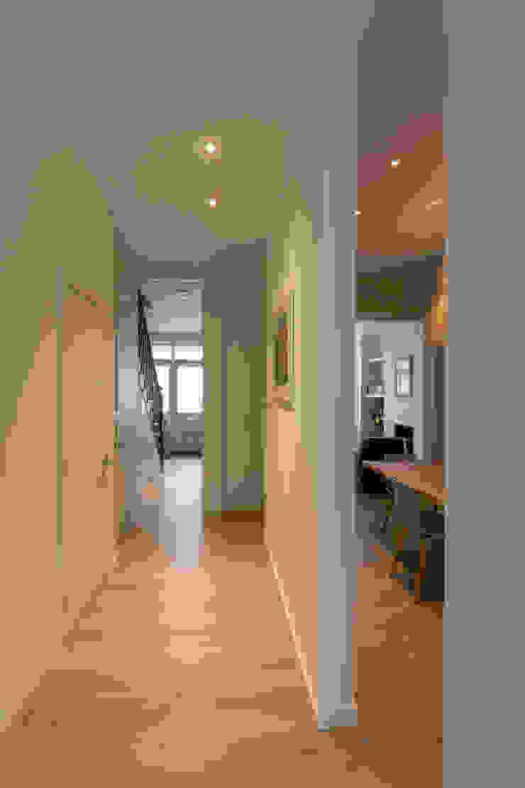 Hallway Modern Corridor, Hallway and Staircase by Studio Mark Ruthven Modern