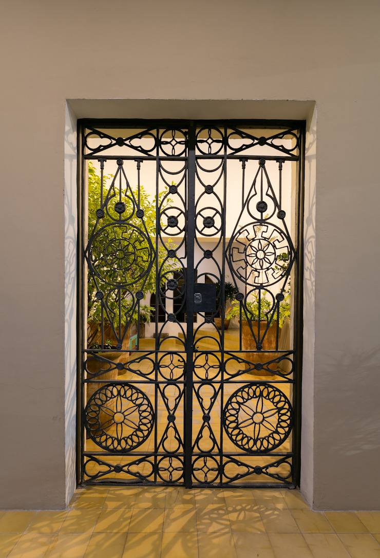 Trama Arquitectos Eclectic windows & doors