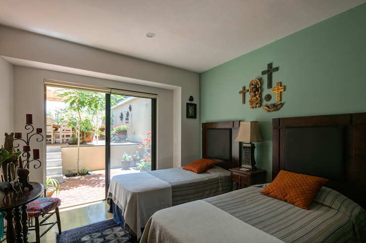 Eclectic style bedroom by Trama Arquitectos Eclectic