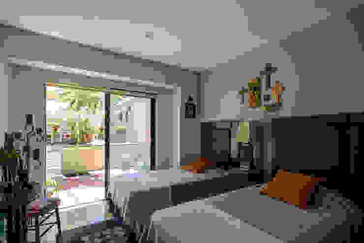 Trama Arquitectos Eclectic style bedroom