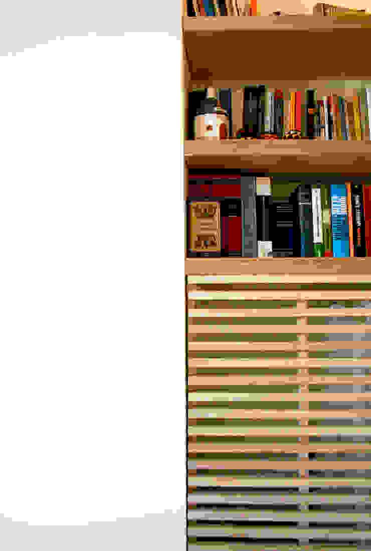 Atelier delle Verdure Living roomShelves Engineered Wood