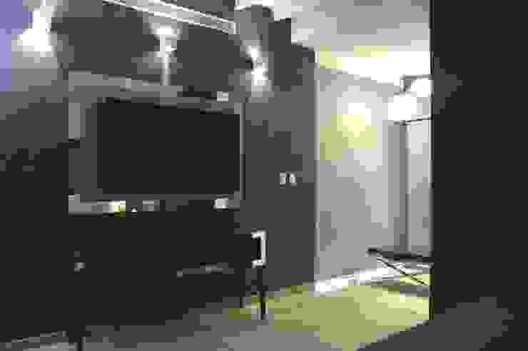 Dormitorios modernos: Ideas, imágenes y decoración de Arq Renny Molina Moderno