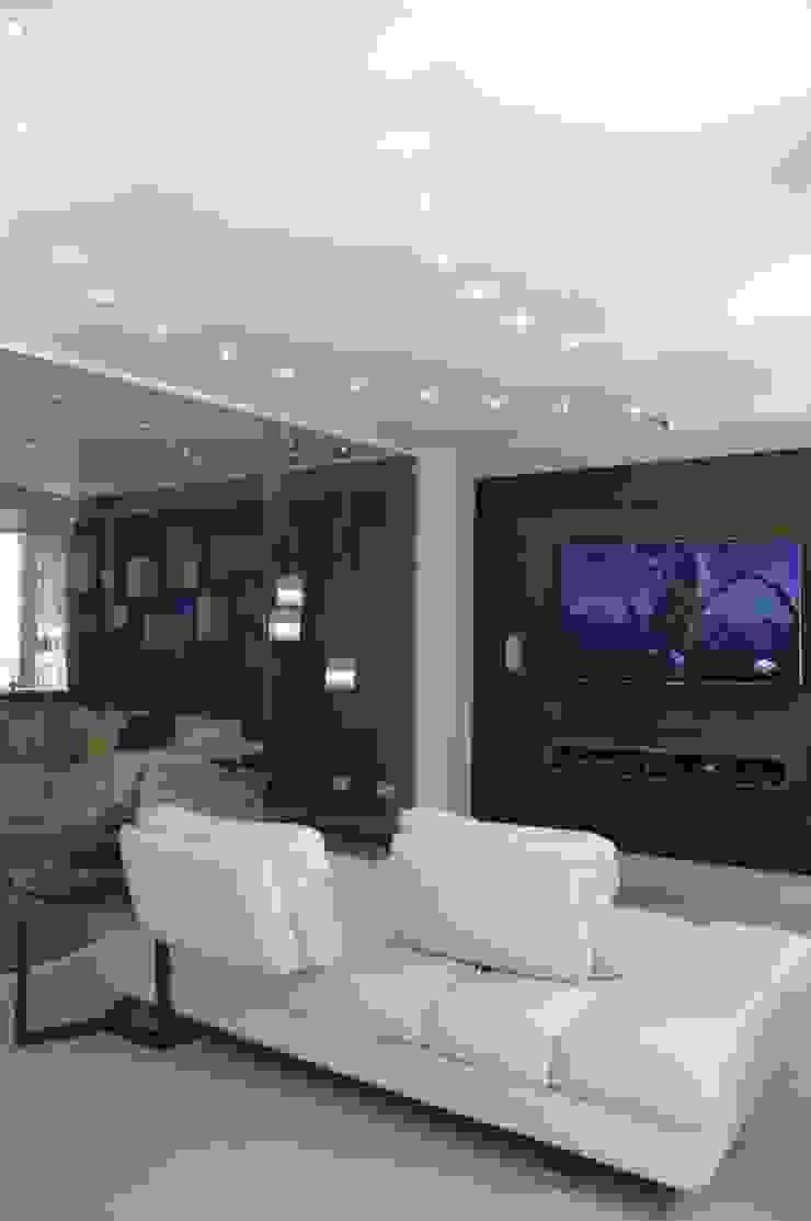 Salas multimedia modernas de Arq Renny Molina Moderno