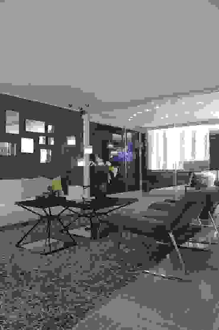 Livings modernos: Ideas, imágenes y decoración de Arq Renny Molina Moderno