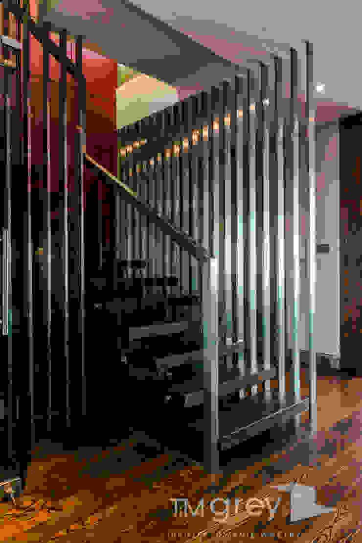 TiM Grey Interior Design Eclectic style corridor, hallway & stairs