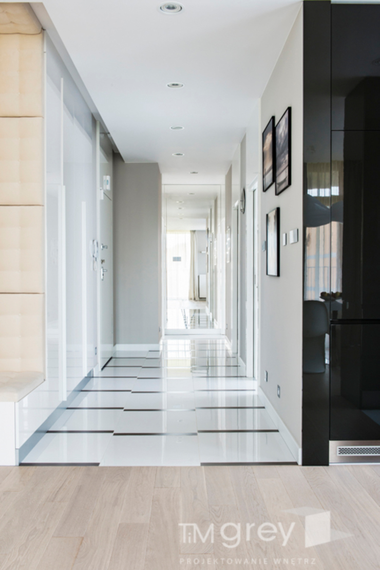 TiM Grey Interior Design Modern corridor, hallway & stairs
