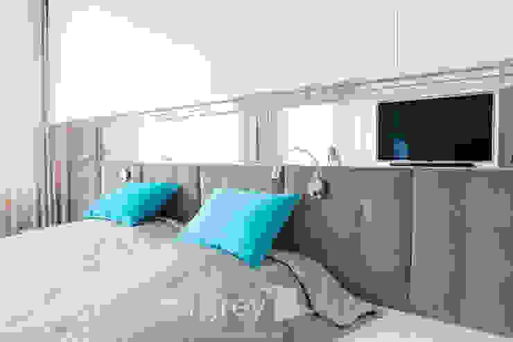 TiM Grey Interior Design Modern style bedroom