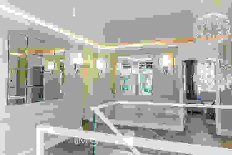 TiM Grey Interior Design Classic style corridor, hallway and stairs