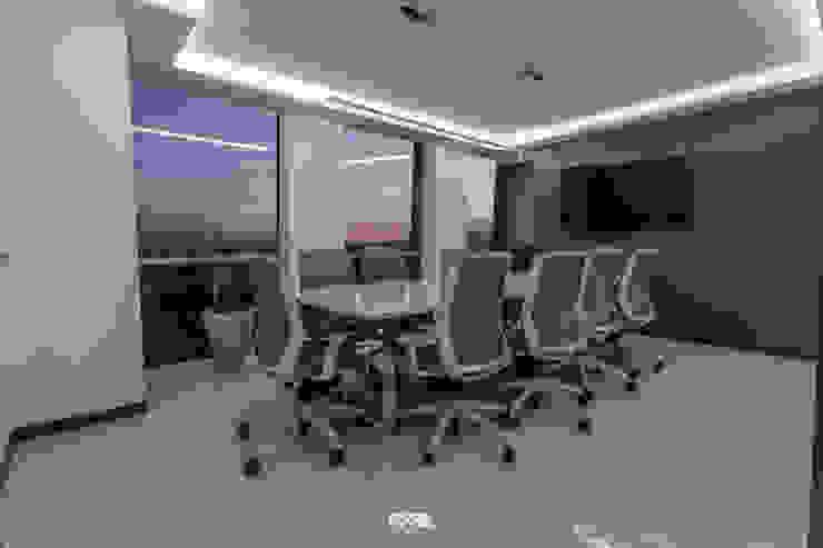 Modern Media Room by 2M Arquitectura Modern