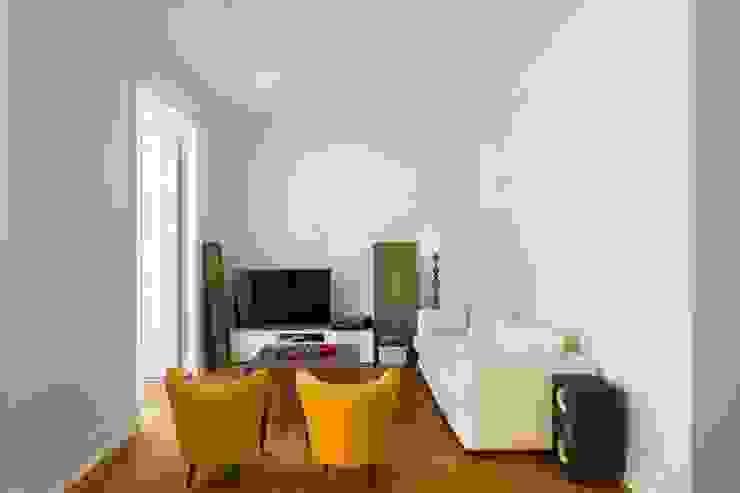 Salon moderne par Atelier da Calçada Moderne