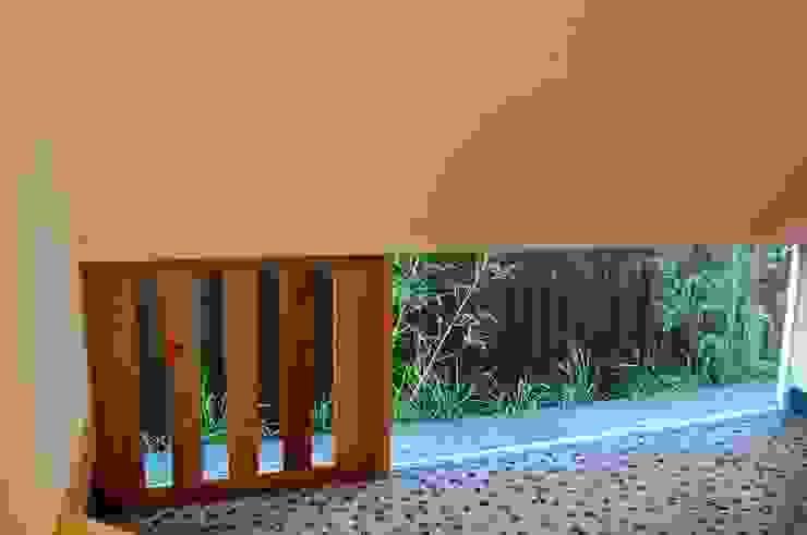 無双窓がある地窓: 環アソシエイツ・高岸設計室が手掛けた窓&ドアです。