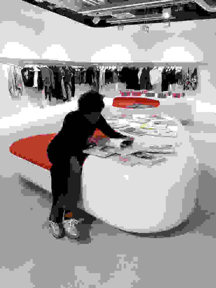 Corneille Uedingslohmann Architekten Espacios comerciales de estilo moderno