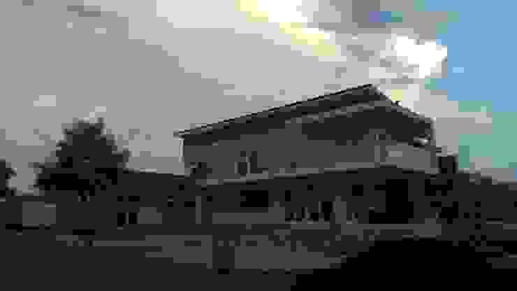 View from Eye of Africa Rd & Hoepoe Way: modern  by Seven Stars Developments, Modern
