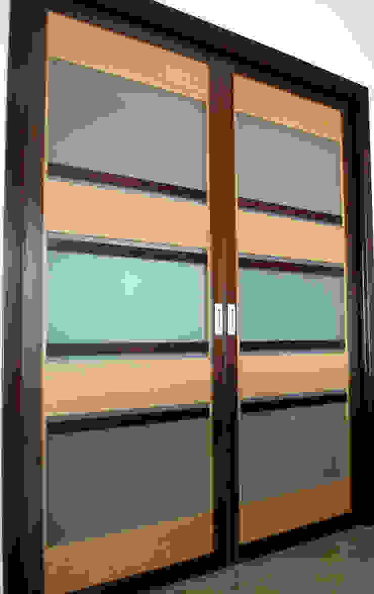schuifdeur bij de woonkamer: modern  door MEF Architect, Modern Hout Hout