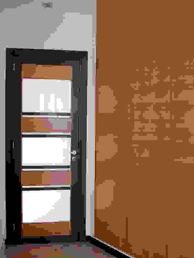 deuren en ingebouwde kast: modern  door MEF Architect, Modern Hout Hout