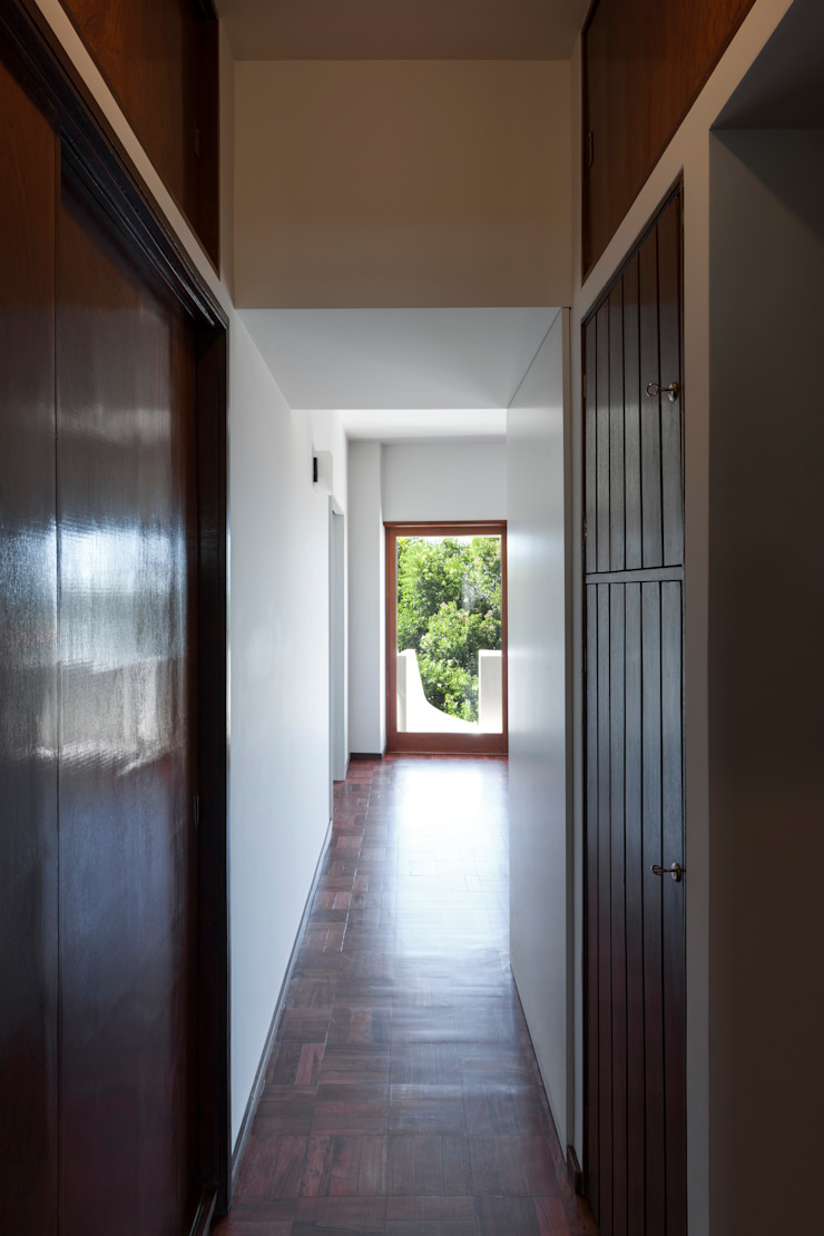 ABPROJECTOS 經典風格的走廊,走廊和樓梯