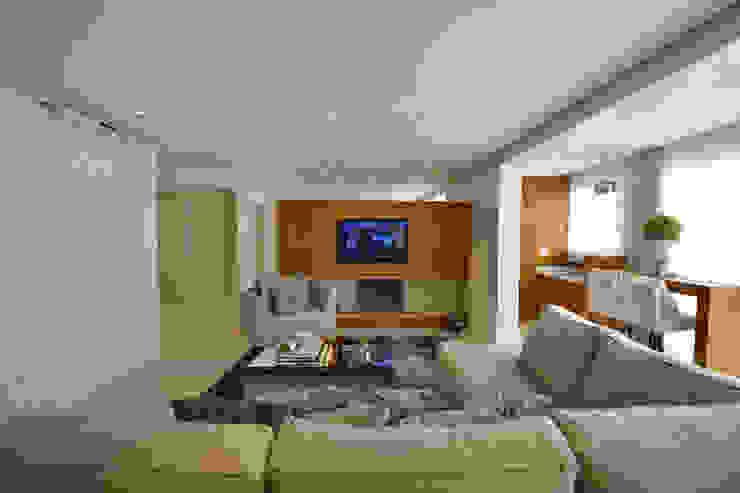 Tweedie+Pasquali Classic style living room