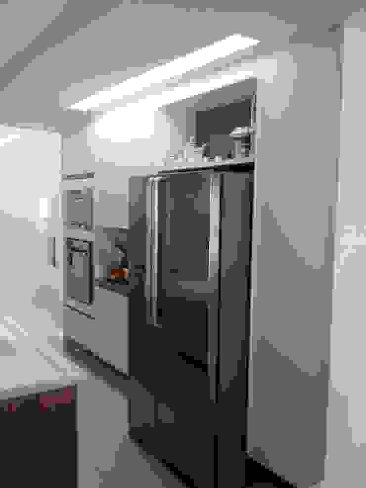 Moderne Küchen von Alvaro Camiña Arquitetura e Urbanismo Modern