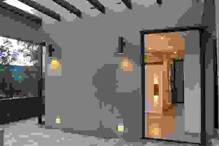 EXTERIOR IngeniARQ Balcones y terrazas modernos