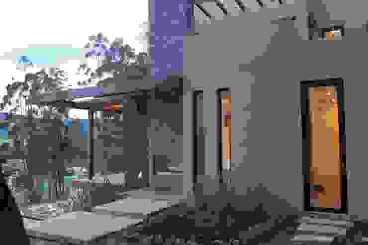 EXTERIOR: Casas de estilo  por IngeniARQ,