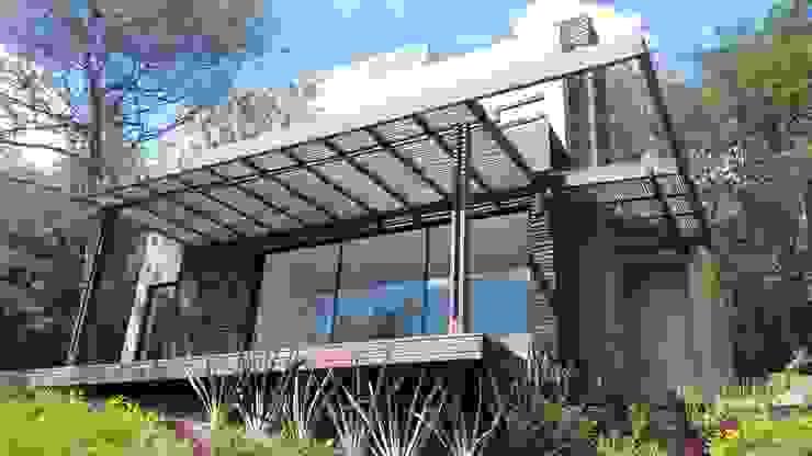 EXTERIOR Casas modernas: Ideas, imágenes y decoración de IngeniARQ Moderno