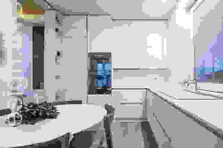 A qualcuno Piace Loft! Cucina moderna di Design.inc Moderno