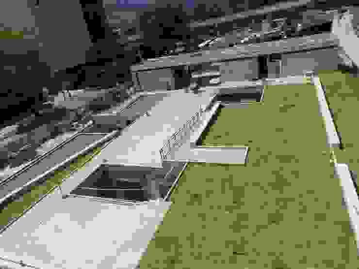 現代房屋設計點子、靈感 & 圖片 根據 Veronica Henriques - Arquitectura Sostenible 現代風