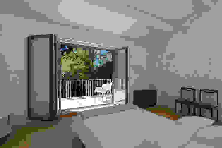 Bedroom by a*l - alexandre loureiro arquitectos, Minimalist