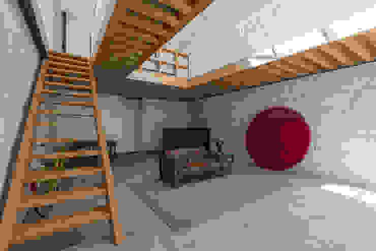 Living room by a*l - alexandre loureiro arquitectos, Minimalist