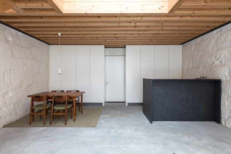 Dining room by a*l - alexandre loureiro arquitectos, Minimalist