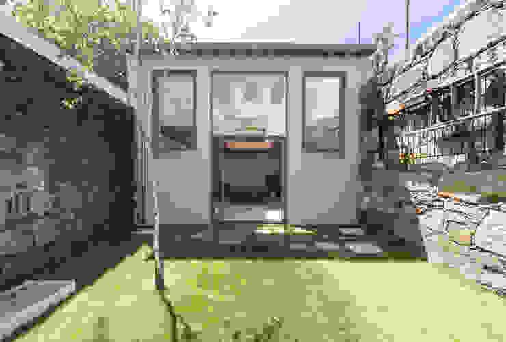 Garden by a*l - alexandre loureiro arquitectos, Minimalist