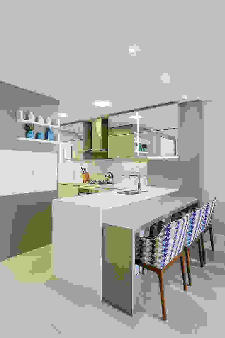 モダンな キッチン の Juliana Agner Arquitetura e Interiores モダン