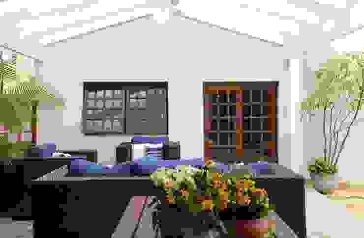 Garajes y galpones de estilo rústico de Studio 262 - arquitetura interiores paisagismo Rústico