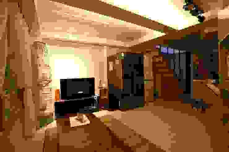 """interior & architecture by INARK 인아크 건축 설계 인테리어 디자인 대구 대명동 """"꼬꼬마하우스"""" 모던스타일 거실 by inark [인아크 건축 설계 디자인] 모던"""