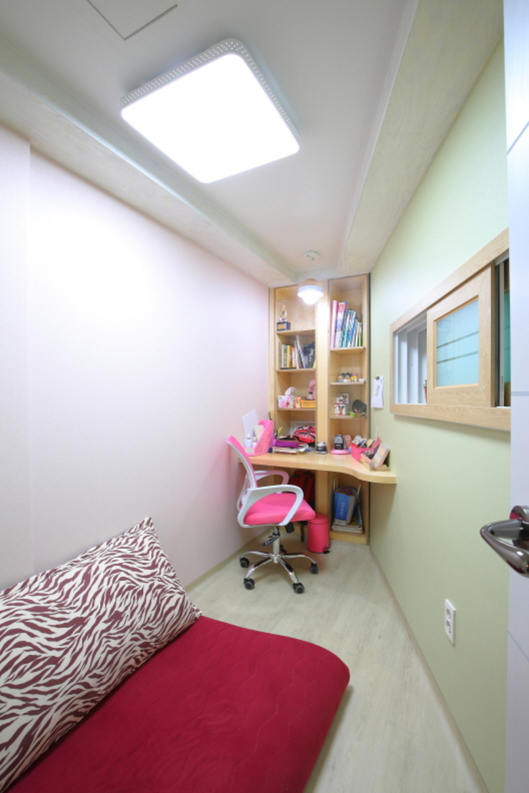 "interior & architecture by INARK 인아크 건축 설계 인테리어 디자인 대구 대명동 ""꼬꼬마하우스"" 모던스타일 아이방 by inark [인아크 건축 설계 디자인] 모던"