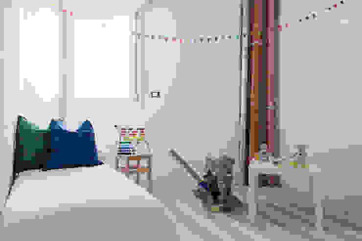 Home staging in cantiere: Stanza dei bambini in stile  di federica basalti home staging, Scandinavo
