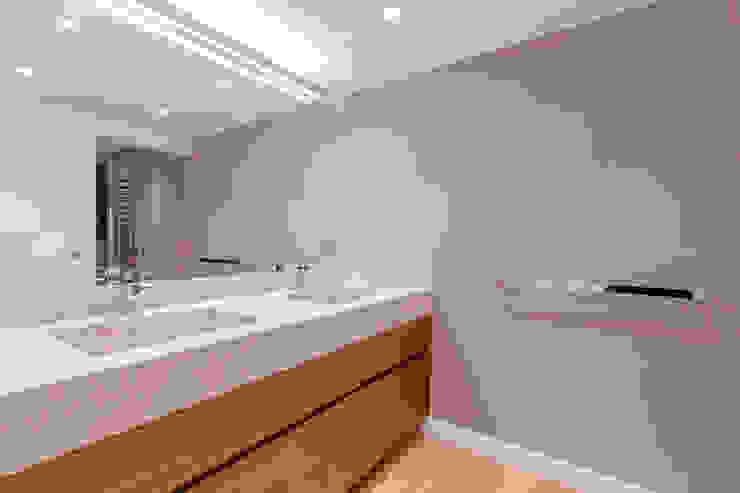 Salle de bain moderne par Isa de Luca Moderne