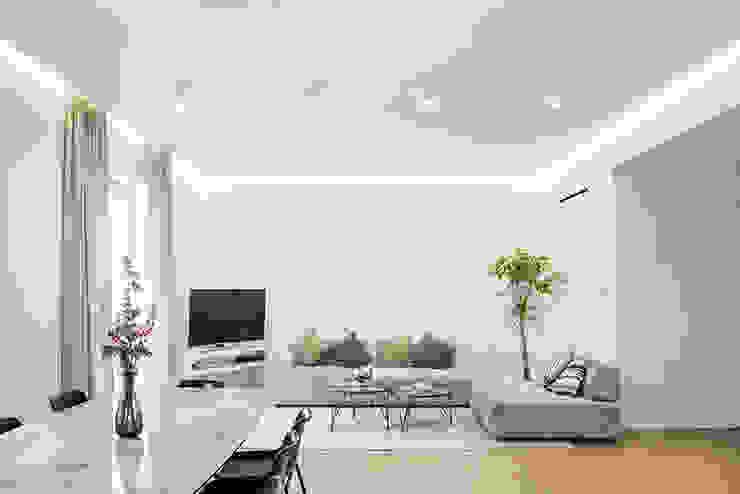 Moderne woonkamers van ArchEnjoy Studio Modern