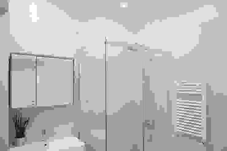 ArchEnjoy Studio Baños de estilo moderno