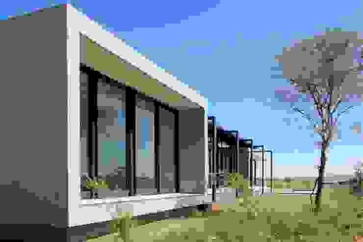 Modern houses by REIS Modern