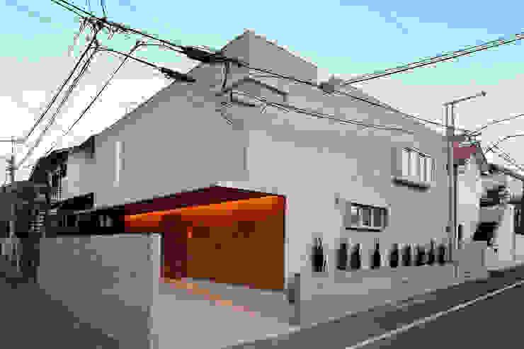 アトリエ スピノザ Rumah Modern Beige