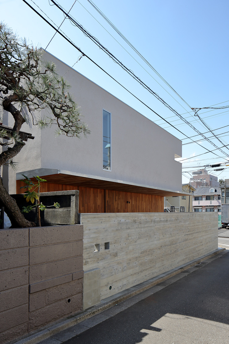 アトリエ スピノザ Casas modernas Beige