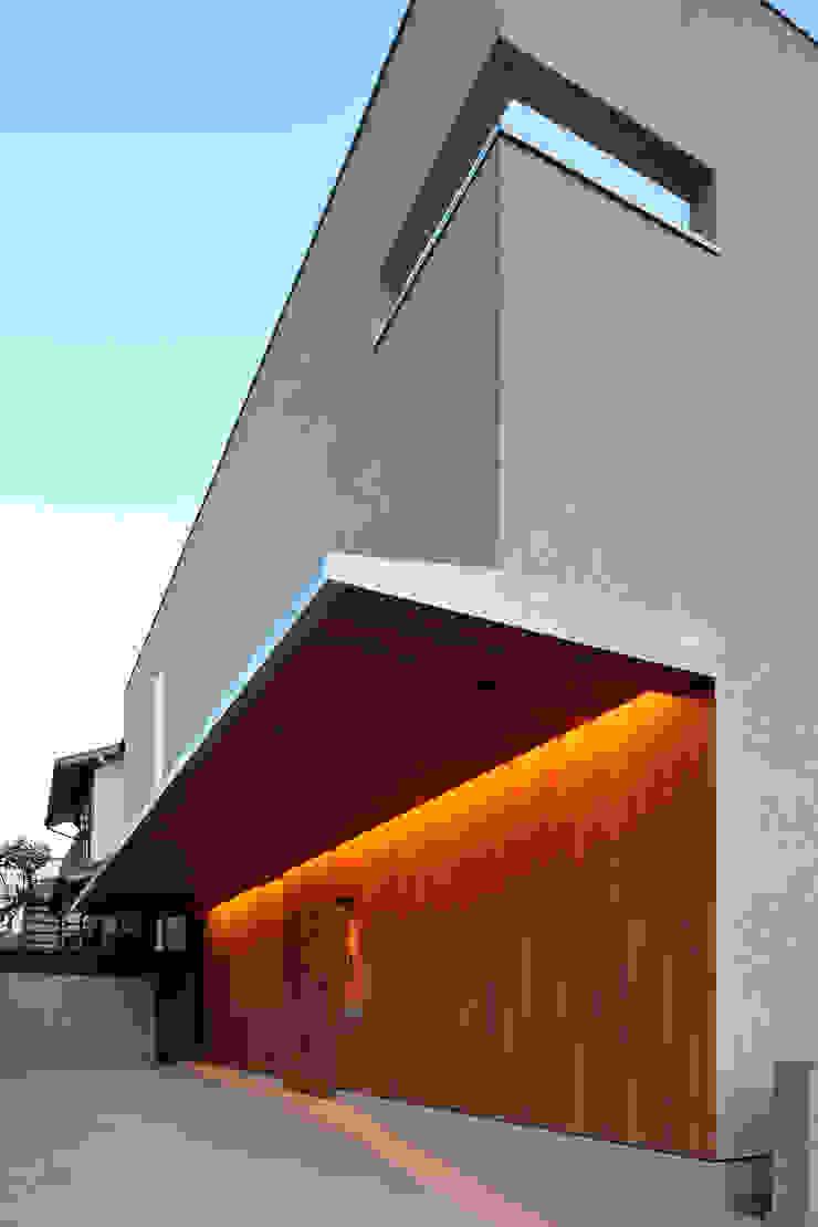 アトリエ スピノザ Casas modernas Madera Beige