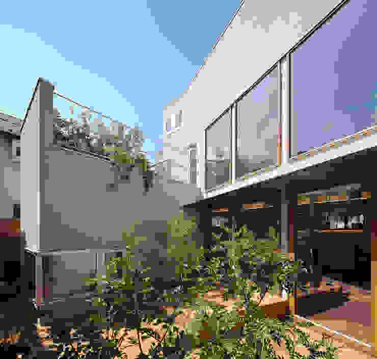 奥沢の家 北欧デザインの テラス の アトリエ スピノザ 北欧 木 木目調