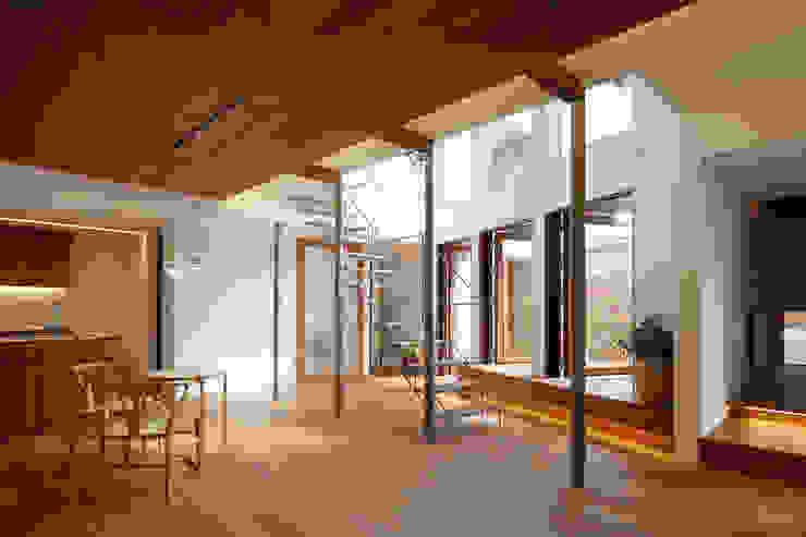 アトリエ スピノザ Ruang Makan Modern Kayu Wood effect