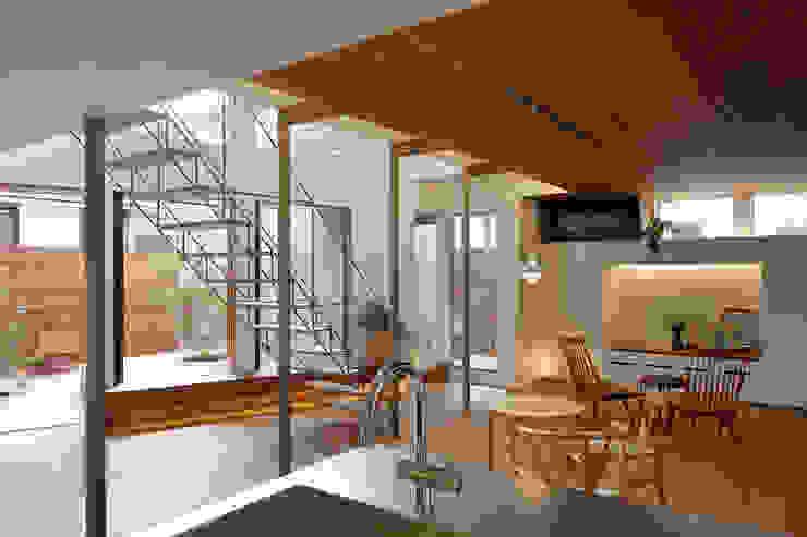 アトリエ スピノザ Comedores de estilo minimalista Madera Acabado en madera