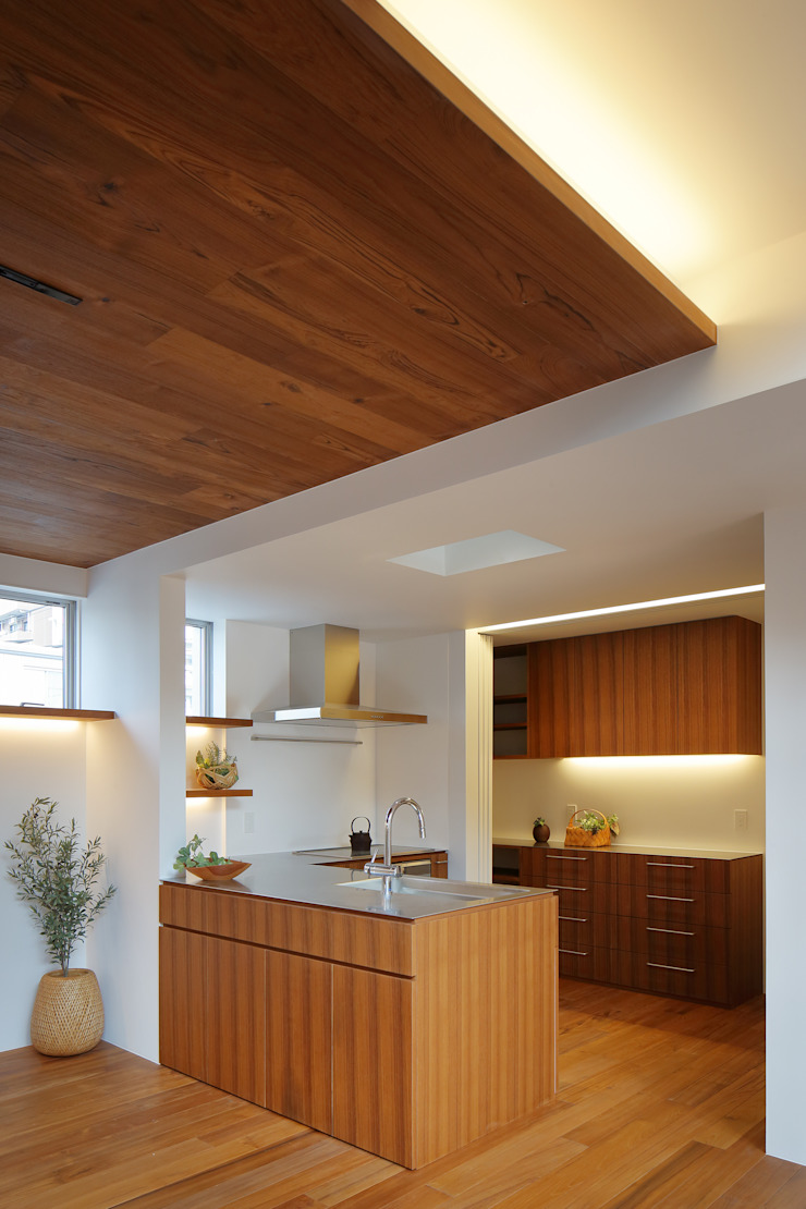 アトリエ スピノザ Cocinas de estilo minimalista Madera Acabado en madera