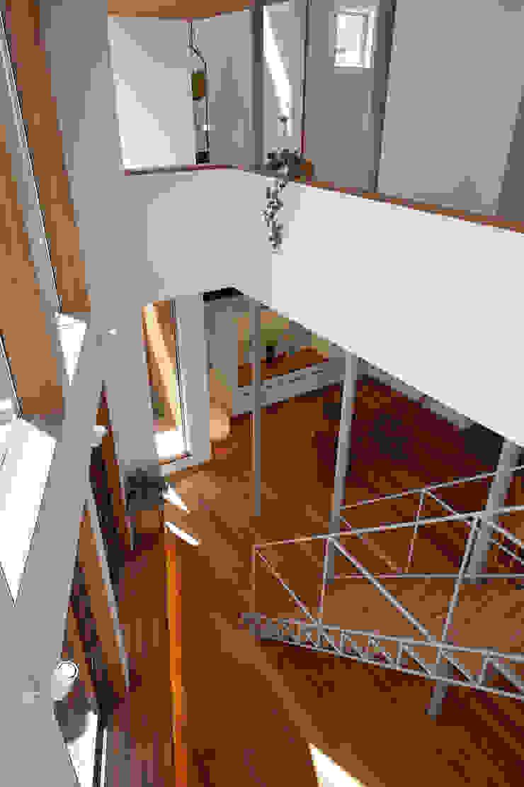 アトリエ スピノザ Salas de estilo moderno Madera Blanco