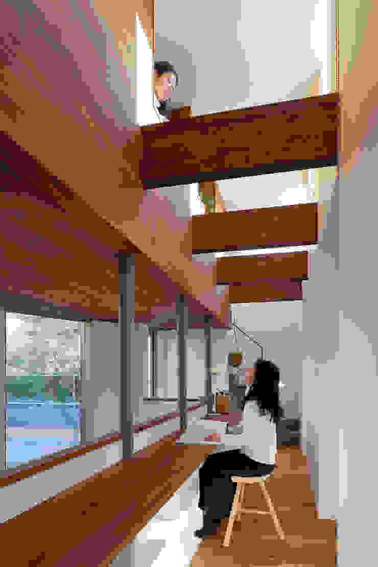 アトリエ スピノザ Oficinas de estilo moderno Madera Acabado en madera